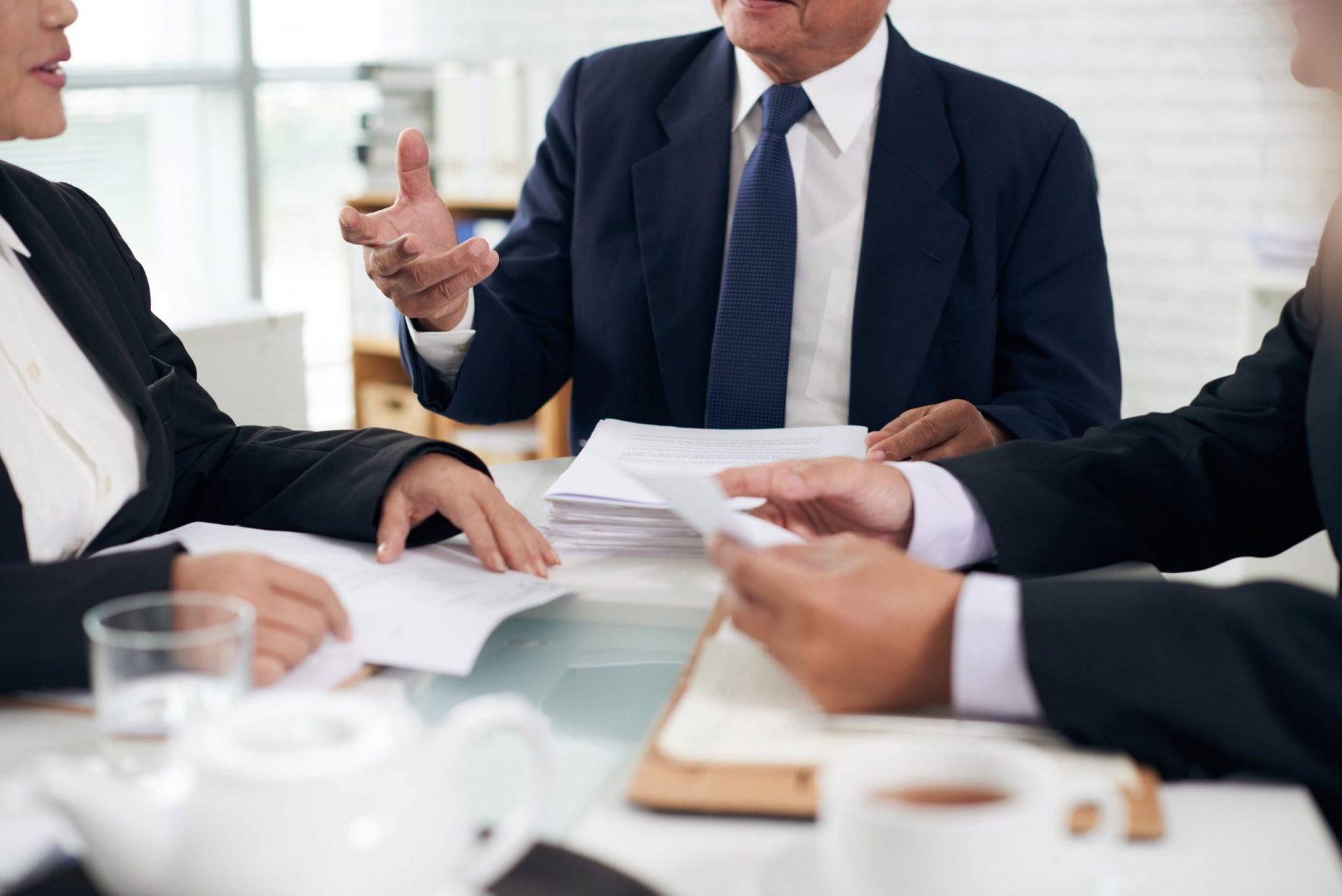 Abogado de empresa contra Responsable de cumplimiento normativo